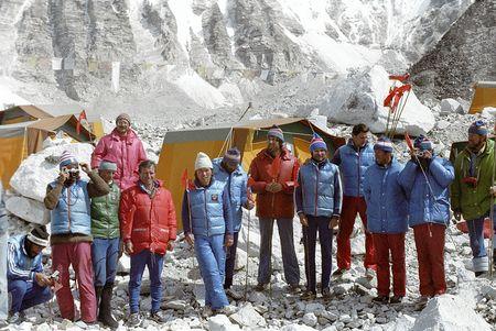 Anh hiem ve chuyen chinh phuc dinh Everest cua doan tham hiem Lien Xo - Anh 1