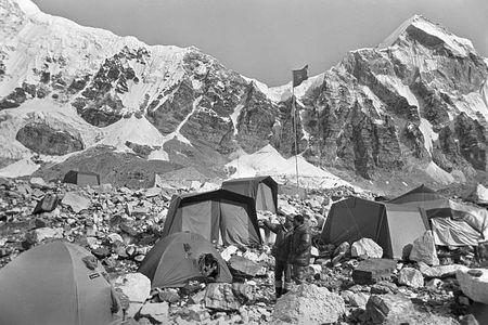Anh hiem ve chuyen chinh phuc dinh Everest cua doan tham hiem Lien Xo - Anh 3