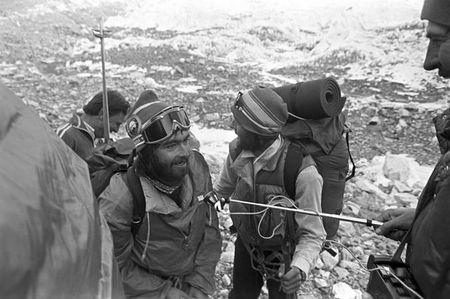 Anh hiem ve chuyen chinh phuc dinh Everest cua doan tham hiem Lien Xo - Anh 9