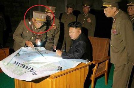 Vi tuong bi an dung sau Kim Jong-un co the khoi mao The chien III la ai? - Anh 1