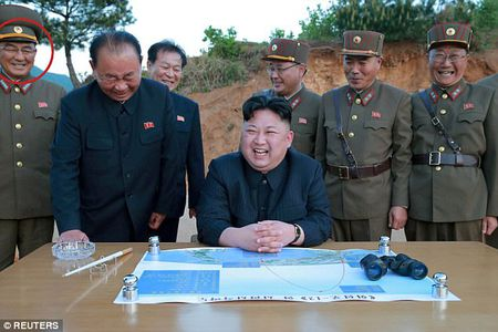 Vi tuong bi an dung sau Kim Jong-un co the khoi mao The chien III la ai? - Anh 2