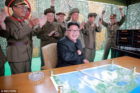 Vi tuong bi an dung sau Kim Jong-un co the khoi mao The chien III la ai? - Anh 3