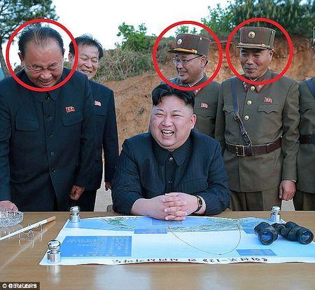 Vi tuong bi an dung sau Kim Jong-un co the khoi mao The chien III la ai? - Anh 5