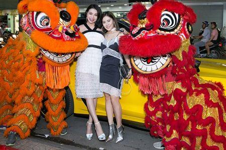Tra Ngoc Hang lai sieu xe den su kien nao loan ca tuyen pho - Anh 4