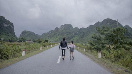 Hoang Yen hon 'say dam' ban dien trong MV moi - Anh 2