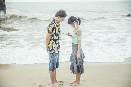 Hoang Yen hon 'say dam' ban dien trong MV moi - Anh 3