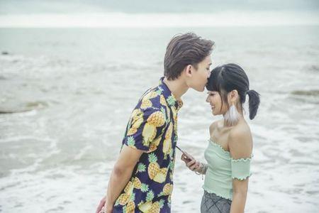 Hoang Yen hon 'say dam' ban dien trong MV moi - Anh 4