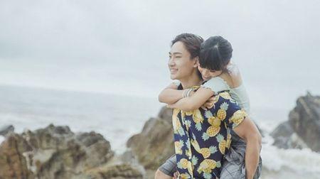 Hoang Yen hon 'say dam' ban dien trong MV moi - Anh 5