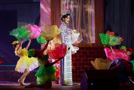 Le Quyen hoa co dau then thung ben Quang Dung - Anh 5