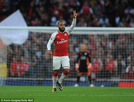 Bom tan di vao lich su, Arsenal mo man hoan hao cho Premier League 2017-2018 - Anh 1