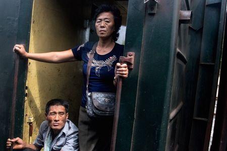 Bat chap ca the gioi tranh cai, ben trong Trieu Tien van that yen binh - Anh 19