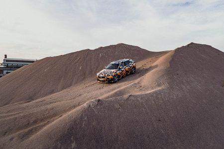 SUV Coupe BMW X2 hoan toan moi 'khoac' camo xuong pho - Anh 11