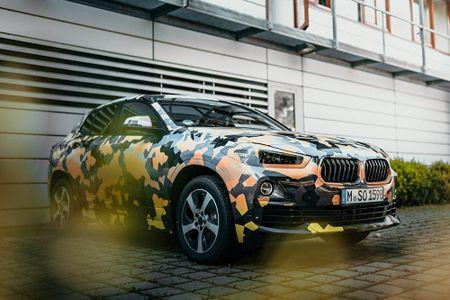 SUV Coupe BMW X2 hoan toan moi 'khoac' camo xuong pho - Anh 1