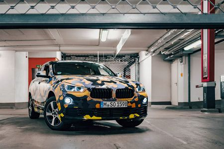 SUV Coupe BMW X2 hoan toan moi 'khoac' camo xuong pho - Anh 3