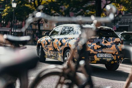 SUV Coupe BMW X2 hoan toan moi 'khoac' camo xuong pho - Anh 7