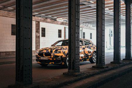 SUV Coupe BMW X2 hoan toan moi 'khoac' camo xuong pho - Anh 9