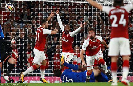 Khai man Ngoai hang Anh: Arsenal thang nghet tho truoc Leicester City - Anh 1