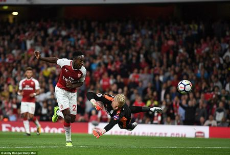 Khai man Ngoai hang Anh: Arsenal thang nghet tho truoc Leicester City - Anh 5