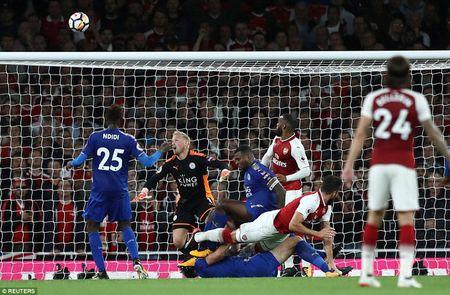 Khai man Ngoai hang Anh: Arsenal thang nghet tho truoc Leicester City - Anh 7