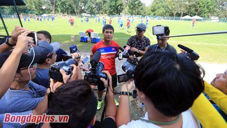 HLV Huu Thang: 'Xin dung lam cau thu U22 Viet Nam hoang mang' - Anh 1