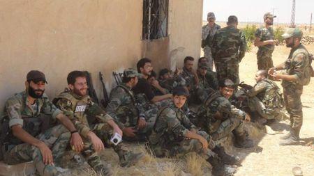 'Ho Syria', La chan Qalamount tan cong IS tai Hama - Anh 2