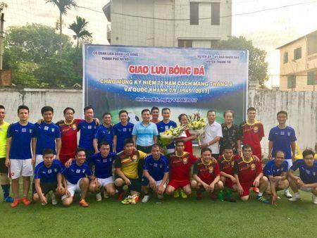 Giao luu bong da giua CD co quan LDLD TP va CD co quan UBND Huyen Thanh Tri - Anh 1