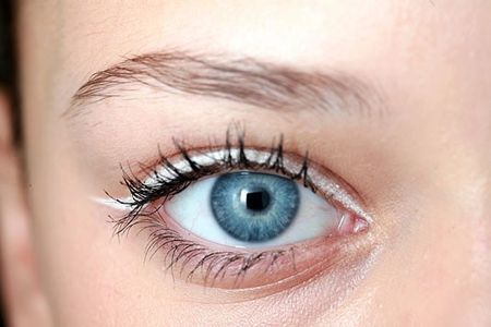 6 cach ke eyeliner nang nao cung nen thuoc nam long - Anh 3