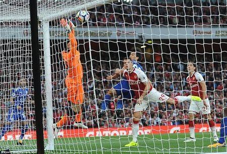 Arsenal danh bai Leicester trong 'con mua' ban thang - Anh 2