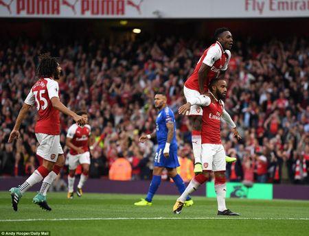 Arsenal 4-3 Leicester: Wenger thay nguoi cao tay, 'Phao thu' nguoc dong kich tinh - Anh 1