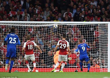 Arsenal 4-3 Leicester: Wenger thay nguoi cao tay, 'Phao thu' nguoc dong kich tinh - Anh 3