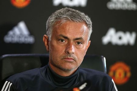 Jose Mourinho: 'M.U hoan toan co the vo dich Premier League' - Anh 2