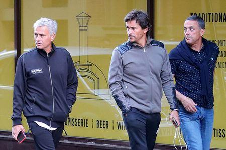 Jose Mourinho: 'M.U hoan toan co the vo dich Premier League' - Anh 5