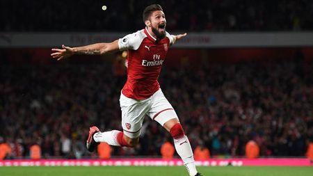Arsenal may man vi co 'vu khi trong tay ao' Olivier Giroud - Anh 1
