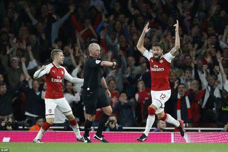 Tan binh Lacazette 'bung no', Arsenal thang nghet tho Leicester City - Anh 2