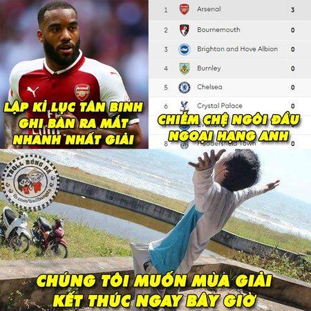 Biem hoa 24h: Arsenal mo man Premier League 'chat' nhu Bphone 2017 - Anh 10