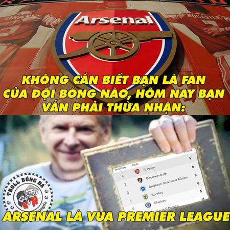 Biem hoa 24h: Arsenal mo man Premier League 'chat' nhu Bphone 2017 - Anh 5