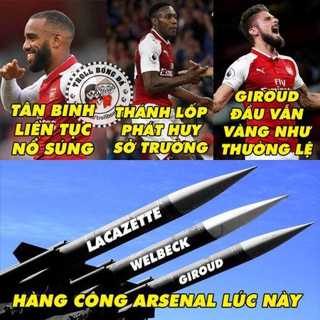 Biem hoa 24h: Arsenal mo man Premier League 'chat' nhu Bphone 2017 - Anh 9