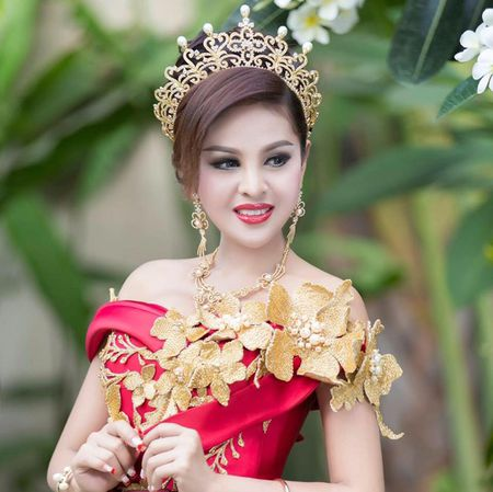 'Nu than sieu vong mot' sau nua nam nhan an phat vi ho bao - Anh 15