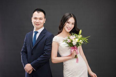 A hau Dai duong 2014 len xe hoa voi giang vien DH Ngoai thuong - Anh 4