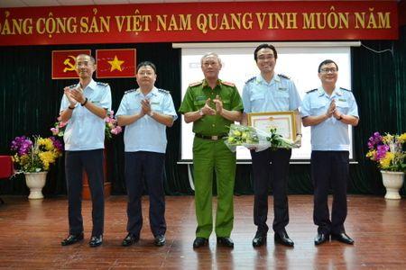 Tong cuc Canh sat tang Bang khen cho Chi cuc Hai quan san bay Tan Son Nhat - Anh 1