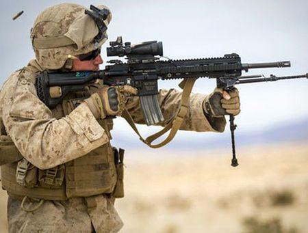 My quyet chon sung truong tan cong M-27 Duc de doi trong voi AK-12 Nga - Anh 12