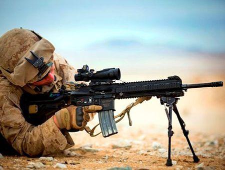 My quyet chon sung truong tan cong M-27 Duc de doi trong voi AK-12 Nga - Anh 1