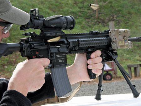 My quyet chon sung truong tan cong M-27 Duc de doi trong voi AK-12 Nga - Anh 3