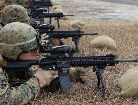 My quyet chon sung truong tan cong M-27 Duc de doi trong voi AK-12 Nga - Anh 4
