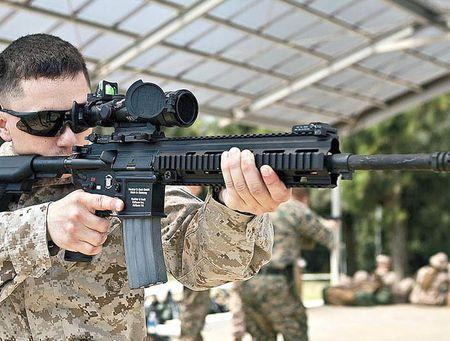 My quyet chon sung truong tan cong M-27 Duc de doi trong voi AK-12 Nga - Anh 5