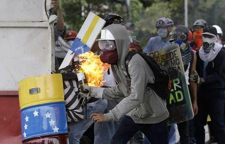 My doa dung vu luc va trung phat Venezuela, Nga 'noi doa' - Anh 1