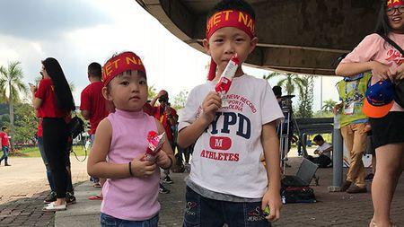 Video 360 do: Khong khi soi dong truoc tran U22 Viet Nam - Campuchia - Anh 1