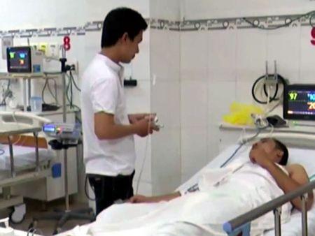 Ninh Thuan: An oc la chua chat cuc doc, 1 nguoi nguy kich - Anh 1