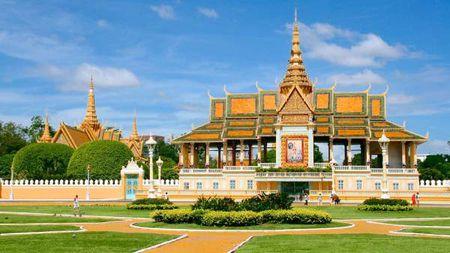 Kham pha ve trang le cua cung dien hoang gia Campuchia - Anh 1