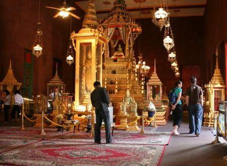 Kham pha ve trang le cua cung dien hoang gia Campuchia - Anh 3